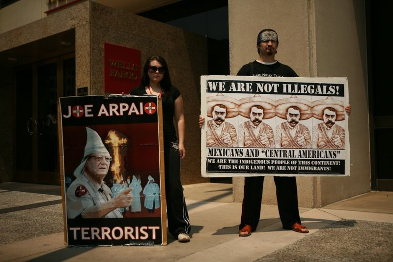 Demonstrators-Arpaio-office--1024x682